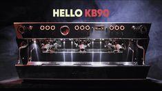 """La Marzocco kb90: """"Ecco perché è meglio lavorare con una nuova macchina super ergonomica"""" Green Cafe, Cafe Bar, Espresso Machine, Kitchen Appliances, Espresso Coffee Machine, Diy Kitchen Appliances, Home Appliances, Kitchen Gadgets, Espresso Maker"""