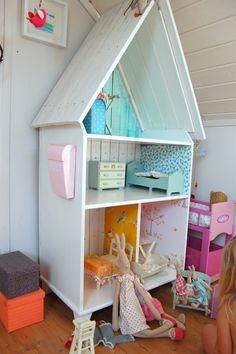 Cute doll house!