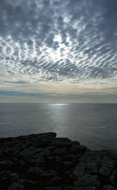 L'image contient peut-être: océan, nuage, ciel, plein air, nature et eau