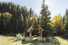 Adorable mountain wedding ceremony | Photo by Chowen Photography