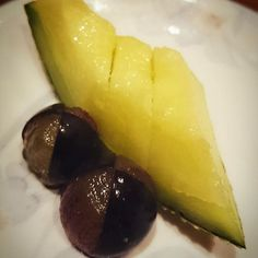 Never underestimate the power of Muskmelon... #fruits #dessert #sweet #muskmelon #kyoho #grapes #Singapore #sgig #sgfoodie #keyaki #kaiseki #懐石 #懐石料理 #甘い #デザート #果物 #マスクメロン #巨峰 #葡萄 #日本料理 #シンガポール #欅 by sugarcureseverything