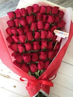 You can make simple roses anniversary flowers easily at home. Beautiful Rose Flowers, Flowers For You, Beautiful Flowers, Million Roses, Rose Flower Wallpaper, Red Rose Bouquet, Bouquet Flowers, Orchid Flowers, Anniversary Flowers