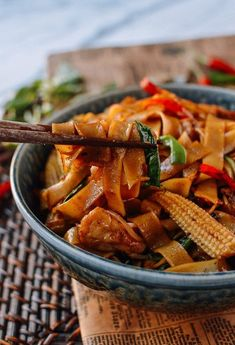 Drunken Noodles, or Pad Kee Mao, is a Thai rice noodle dish that got its name as a popular late-night snack after drinking! Try our authentic recipe! Source: thewoksoflife.com Salmon Recipes, Asian Recipes, Ethnic Recipes, Wok Recipes, Chicken Recipes, Kitchen Recipes, Recipies, Cooking Recipes, Asian Cooking