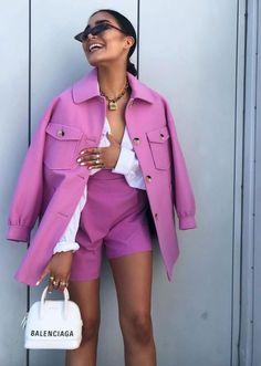Se tem uma coisa que acho chique na moda, são os looks monocromáticos! Acho que eles são bem pensados, apurados e, com um mínimo de consciência de cores, tons e subtons, você consegue montar um look inteligente e que chame a atenção. Abaixo separei 15 boas ideias! Lilás em muitas camadas e ainda um toque […] The post 15 looks incríveis e monocromáticos! appeared first on Fashionismo. Basic Outfits, Mode Outfits, Fashion Outfits, Dress Outfits, Fall Outfits, Fashion Week, Fashion Looks, Fashion Trends, Fashion Fashion