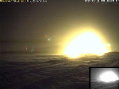 """Estação Neumayer é """"engolida"""" por gigante cúpula de luz - 18 de junho de 2014"""