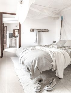 traumhaftes bett barefoot living by til schweiger bed decor einrichtungsideen pinterest. Black Bedroom Furniture Sets. Home Design Ideas