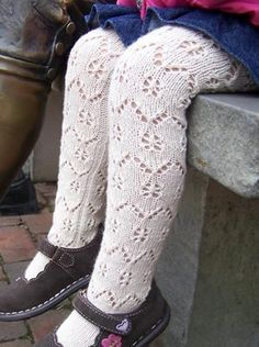 Free Knitting Pattern - Toddler & Children's Clothes: Sunday Stroll Lace Tights Need to make these! Baby Knitting Patterns, Knitting For Kids, Loom Knitting, Knitting Socks, Free Knitting, Baby Tights, Baby Socks, For Elise, Patterned Tights