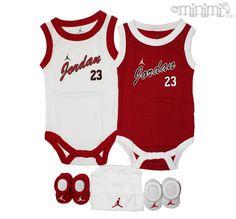 Être bébé et avoir le swagg, ça n est pas incompatible ! La preuve avec ce  coffret naissance Jordan -  Nike  jordan  baby  coffret 3feb9e8c221