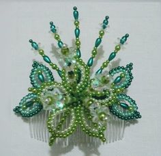 Tembleques Beaded Flowers, Beaded Jewelry, Hair Accessories, Brooch, Diy Crafts, Beads, Crochet, Congo, Relleno
