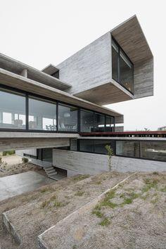 Casa Golf, Costa Esmeralda, Argentina - Luciano Kruk Arquitectos - foto: Daniela Mac Adden