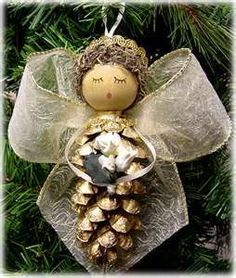 There are easy to make Christmas tree ornaments that even young children can create. Pinecone ornaments are the perfect holiday kids' craft. Pinecone Ornaments, Christmas Ornaments To Make, Christmas Angels, Rustic Christmas, Christmas Holidays, Pinecone Christmas Crafts, Primitive Christmas, Christmas Christmas, Pinecone Turkey