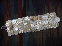 Button bracelet - 40 DIY Ideas for Button Bracelets – Button bracelet Fabric Jewelry, Beaded Jewelry, Handmade Jewelry, Beaded Bracelets, Lace Earrings, Pearl Bracelet, Button Art, Button Crafts, Bracelet Making