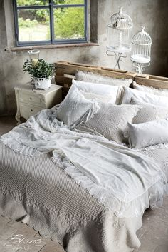 Rustic bedroom - gorgeous looking bedding with pattern gives it a cozy feel and bird cages finish this shabby chic decor. Shabby Chic Living Room, Shabby Chic Interiors, Shabby Chic Bedrooms, Shabby Chic Furniture, Rustic Bedrooms, Cabin Furniture, Western Furniture, Furniture Design, Furniture Decor