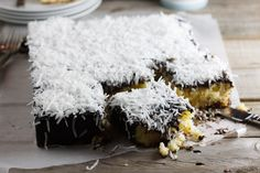 Home  Recipes  Baked Goods  Cakes  Chicken  Dessert  Eggs  Meat  Pasta  Risotto  Salads & Starters  Seafood & Fish  Soups  Vegetarian  Cookbooks  Weekly Round-Up  Reviews  In My Pantry  About  skip to main content  skip to main menu    « Previous Post Next Post »    Donna Hay's Lamington Slice