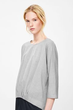 http://www.cosstores.com/nl/Women/New/Top_with_pleated_hem/32993034-27000652.1