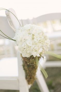 Hanging-Moss-Cone-with-Hydrangea pew flowers