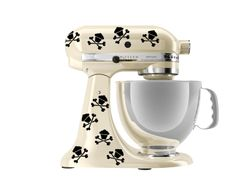 kitchen aide skull mixer...Cupcakes!!!! I freaking love this!
