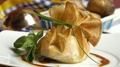 Elilis: saquitos de pasta filo brie y jamon iberico