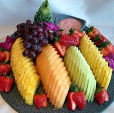 fruit tray from Costco. just rearrange on serving plateDiscover thousands of images about Rainbow fruit tray I made for baby showerFruit Tray, healthier than eating junk food!Modern Fruit Tray by Virginia Palmer Need to remember this way to display f Fruit Party, Fruit Snacks, Fruit Recipes, Healthy Recipes, Fruit Trays, Fruit Salads, Fruit Buffet, Fun Fruit, Food Buffet