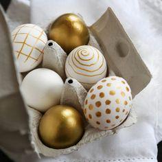 Egg Crafts, Easter Crafts, Hoppy Easter, Easter Bunny, Easter Egg Designs, Diy Ostern, Easter Table Decorations, Coloring Easter Eggs, Easter Colors