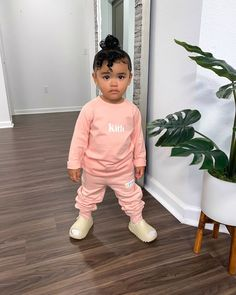 𝐒í𝐞𝐧𝐚 𝐏𝐫𝐞𝐬𝐥𝐞𝐲 𝐒𝗺𝐢𝐭𝐡 (@sienapresley) • Instagram photos and videos Cute Little Girls Outfits, Kids Outfits, Presley Smith, I Am Blessed, I Am Strong, Siena, Bomber Jacket, Photo And Video, Clothes