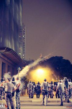 Governador de São Paulo autoriza o ataque de policiais militares à população que luta por seus direitos. Revolta. Quarto Ato Contra o Aumento da Passagem.