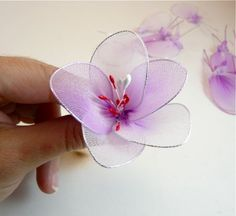 Nylon flower tutorial. Free step-by-step tutorial with pictures. Based on a book. Seems slightly more advanced.