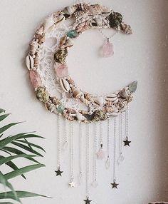 A little bit boho goddess, a little bit cosmic witch, a whole lot of whimsical divine feminine. Seashell Crafts, Beach Crafts, Diy And Crafts, Arts And Crafts, Dream Catcher Craft, Ramadan Crafts, Diy Décoration, Shell Art, Diy Art