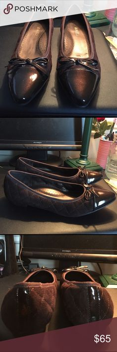 ***NWOT*** Vaneli Quilted Patent Leather Shoes Size 7 1/2.  ***NWOT***.  Vaneli Brown patent Leather Bow Toes, Quilted Sides, And Soft Arch Support Super Comfort Shoes. Vaneli Shoes Flats & Loafers