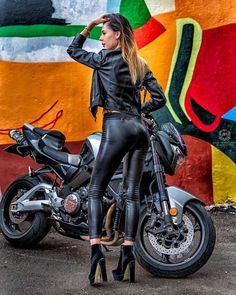 Dame en cuir – Motorrad mädchen – – - It Tutorial and Ideas Dirt Bike Girl, Piaggio Vespa, Lady Biker, Biker Girl, Motard Sexy, Moto Cross, Motorbike Girl, Motorcycle Bike, Ride Out