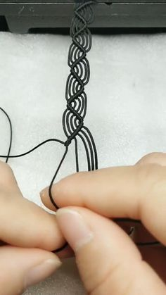 Diy Crafts Hacks, Diy Crafts Jewelry, Bracelet Crafts, Macrame Bracelet Patterns, Macrame Bracelet Tutorial, Macrame Bracelets, Easy Crafts, Diys, Diy Bracelets Patterns