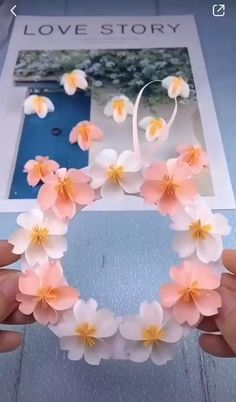 Make DIY Flower Garland in these easy steps! cheap & easy decoration ideas flowers easy step by step DIY Personalized paper flower garland Cool Paper Crafts, Paper Crafts Origami, Diy Paper, Paper Crafting, Paper Art, Paper Folding Art, Fabric Crafts, Paper Flower Garlands, Paper Flowers Craft