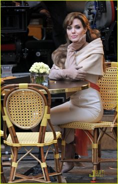 Discovered by Find images and videos about classy, Angelina Jolie and the tourist on We Heart It - the app to get lost in what you love. The Tourist Angelina Jolie, Angelina Joile, Angelina Jolie Style, Naha, Jane Birkin, Brad Pitt, Persian Princess, Jolie Pitt, Glamour
