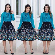 💓 Chegou Reposição na Malibu Modas! 💓    Corra para o site peças limitadas!   Conjunto Esmeralda Saia midi e Blusa com Gripir, do P ao G, por apenas R$ 174,00 o conjunto! 🖱Compre pelo site: www.malibumodas.com.br ✈Enviamos para todo Brasil 💳Parcele em até 5x sem juros 📬Frete grátis para compras acima de 300,00 📲Atendimento personalizado via Whatsapp 11 9.4835-8744 ☎Telefone fixo 11 5612-7806 Frock Fashion, Modest Fashion, Couture Fashion, Fashion Dresses, Midi Dresses, Women's Fashion, Classic Outfits, Trendy Outfits, Jw Moda