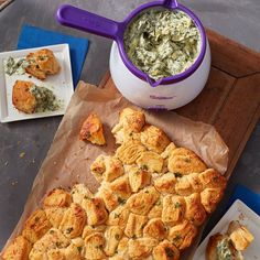 Apr 2020 - Your sports fans will love when you make this Game On Garlic Pull-Apart Bread and Spinach Artichoke Dip Recipe Yummy Appetizers, Appetizers For Party, Appetizer Recipes, Spinach Artichoke Dip, Spinach Dip, Tailgate Food, Tailgating, Pull Apart Bread, Pizza Rolls