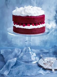 Brilliantly red, my recipe for red velvet cake with marshmallow icing is a dessert winner. Cupcakes, Cupcake Cakes, Just Desserts, Delicious Desserts, Dessert Recipes, Marshmallow Icing, Red Velvet Cake, Red Velvet Recipes, Love Cake