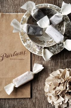 Pärlans kolor = Pärla is swedish and means pearl and they make the best fudge and toffe ever...