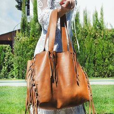 Our #bestseller is today at 20%off #saleoftheday on our @etsy shop -- El nostre bolso preferit te un 20% de descompte aquesta setmana aprofita!  #leathercraft #leathertote #totebag #etsy #etsysale #handmade #leather #fringes #leatherfringes #hechoamano #leathergoods #sale #bolso #moda #accesorios #flecos #madeinbcn