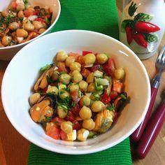 Las legumbres también son para el verano. Es cierto que no apetecen los guisotes contundentes, pero podemos prepararlas de mil forma...