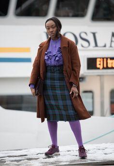 ULTRA VIOLET!!! Color del año en todo el furor, donde las prendas llaman la atención desde los boleros de la blusa, el plañid en la falda y los trajines de plataforma