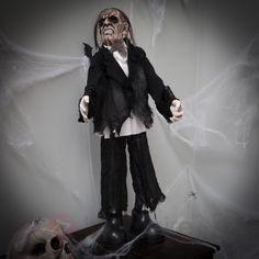 Majordome zombie LED animé et sonore, référence 2023006 - Décoration et lumières pour Halloween chez Luminaire.fr !