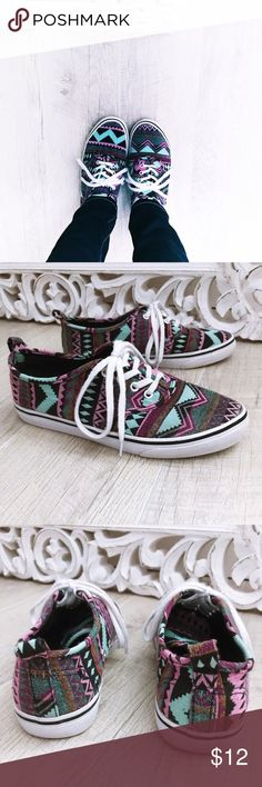 H & M canvas sneakers Super cute canvas sneaks from H & M 😻 colored tribal print! Lace front! My pre owned sneakers ❤️ minimal bottom sole wear, minimal insole wear and minimal scuff marks on white rubber sewn in photo mostly in front of shoes. Offers welcome no trades thank you H&M Shoes Sneakers