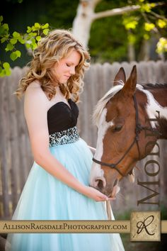 A girl and her horse senior picture by Allison Ragsdale Photography