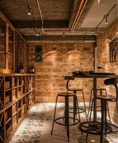 Maddux Creative is a team of architects and interior designers known for a unique aesthetic vision and creativity. Founded by Scott Maddux and Jo LeGleud, they create extraordinary interiors tailor-made for their clients.