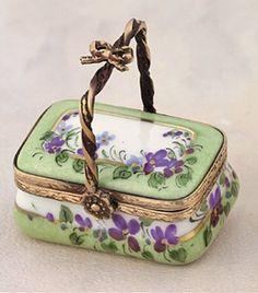 Vintage Limoges violets basket
