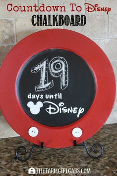 Start counting down the days to your magical vacation to Walt Disney World with this simple Disney Countdown Chalkboard. Disney Diy, Disney Crafts, Disney Magic, Disney 2017, Vacation Countdown, Disney Countdown, Countdown Ideas, Holiday Countdown, Walt Disney World Vacations