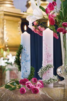 Die zauberhaften Taufkerzen in blau und rosa findet ihr in unserem Shop Pillar Candles, Pink, Communion, Candles, Wedding, Gifts, Nice Asses, Blue