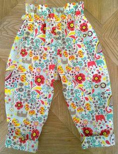 Tissus popeline en coton bio «Frolic» de chez Birch Fabrics, acheté chez Modes4U, table en bois recyclé de chez Decorworks ; Ça y est je me lance dans les créations ori…