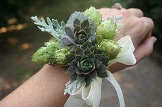 Stunning wedding corsage 30 | GirlYard.com
