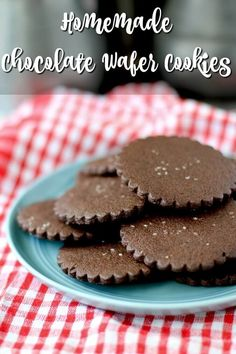 Famous Chocolate Wafer Cookies copycat recipe Mini Desserts, Easy No Bake Desserts, Cheesecake Desserts, Strawberry Desserts, Chocolate Wafer Cookies, Chocolate Wafers, Cupcake Cookies, Cupcakes, Oreo Dessert
